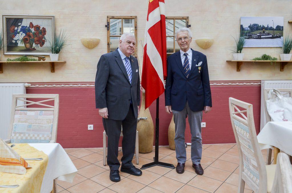 Ved fanen formand Helge Moosmann og kansler ved St. Knudsgildet Hans Uwe Harck.